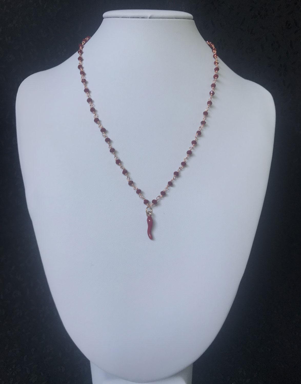 in vendita a0e47 f9f2e Collana con pietre rosse e pendente peperoncino