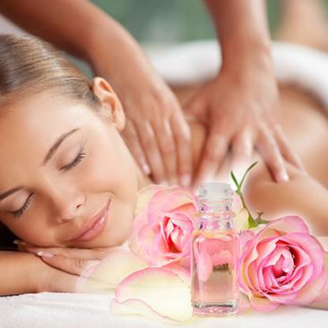 Massaggio armonia con olio di rosa da Daniel Garcia